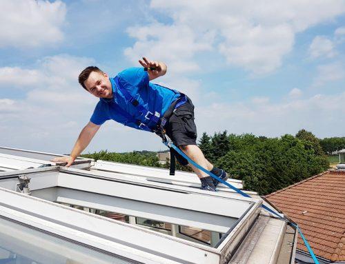 Skandal: Handwerker steigen Senioren auf's Dach!